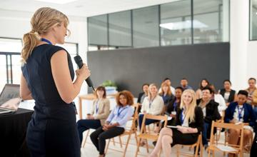 Как научиться выступать на публике: способы, советы, правила